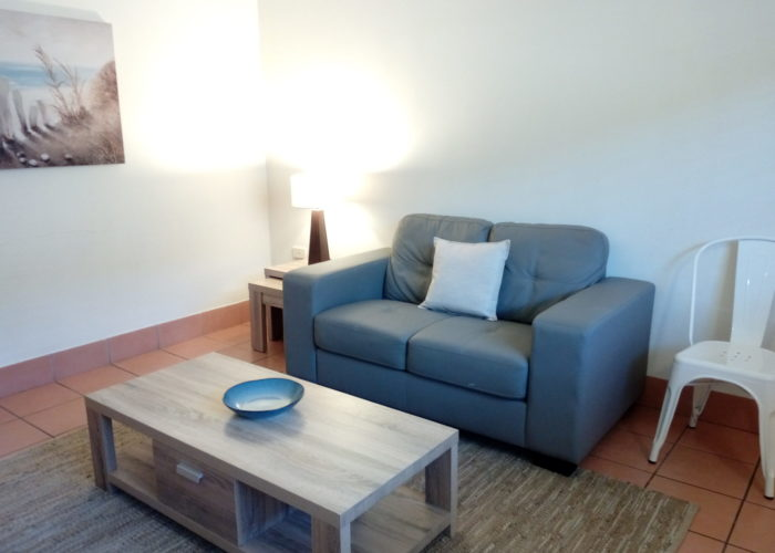 Lake Central Cairns - 1-Bedroom Apartment with Lounge and TV