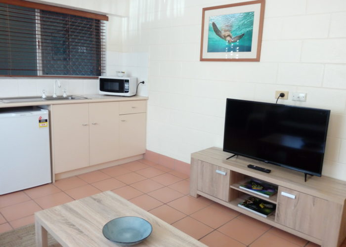 Lake Central Cairns - 2-Bedroom Apartment with Lounge and TV